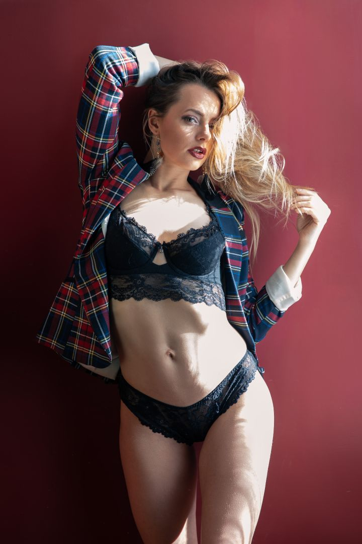 Ayla Rose - Shirt & Lingerie